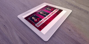 Tablett mit Webgrafik der Alpenyetis