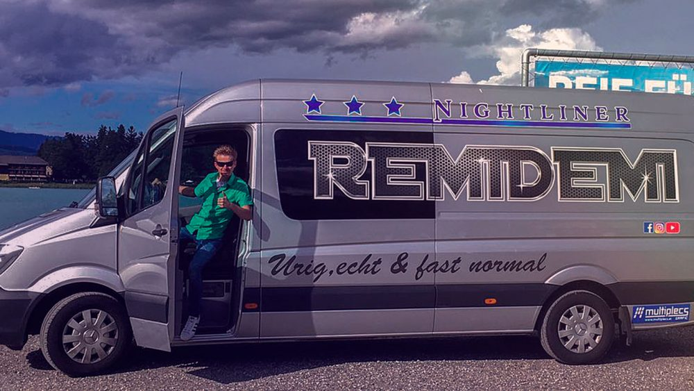 Remidemi Mercedes Bus mit Andreas Remich