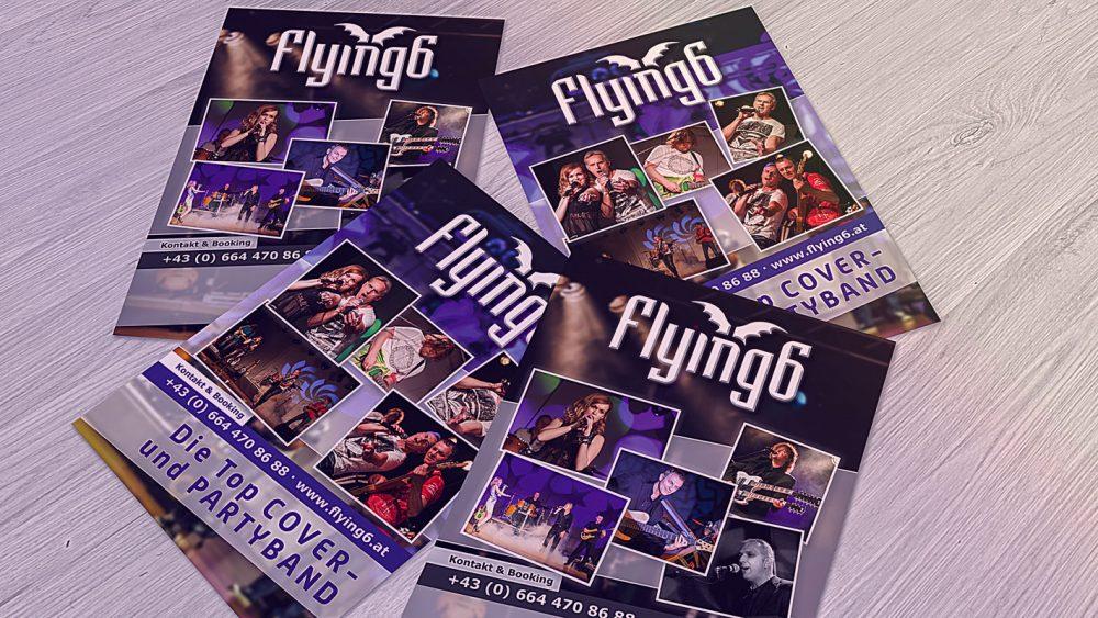 Flyerdesign Flying 6, 4 Flying6 Partyband Flyer auf einem Holztisch