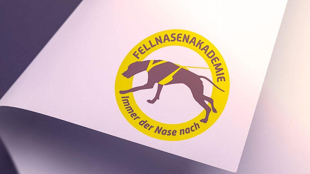 Logo Fellnasenakademie auf einem Blatt Papier