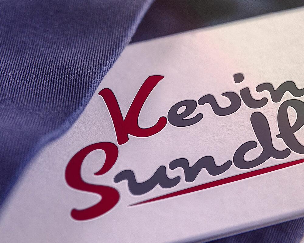 Visitenkarte mit Schriftzug von Kevin Sundl