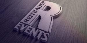 Logo aus Holz der Firma Reitbauer Events