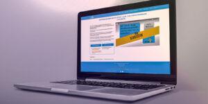 Mathe xy Website auf einem Laptop