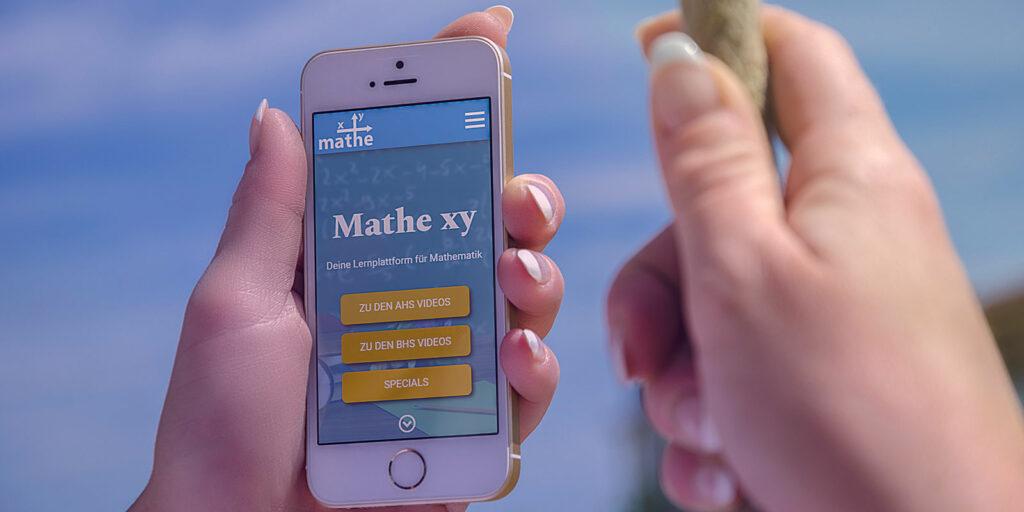 Mathe xy Website auf einem Smartphone