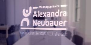 Glastür mit Logo Alexandra Neubauer