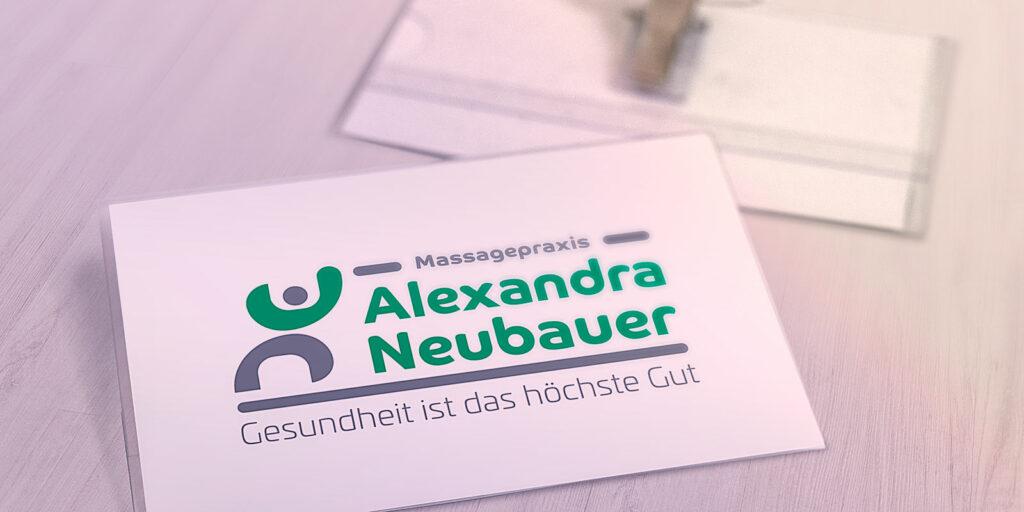 Namensschild mit Logo Alexandra Neubauer
