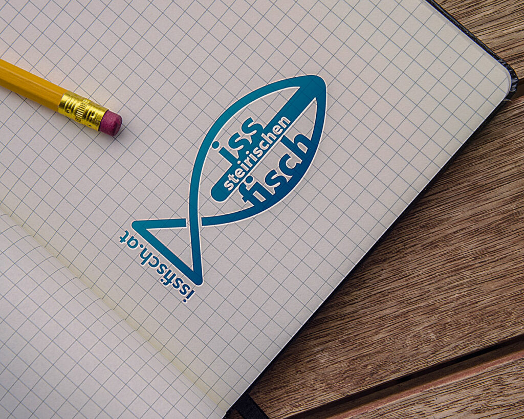Iss Fisch Logo auf einem karrierten Papier